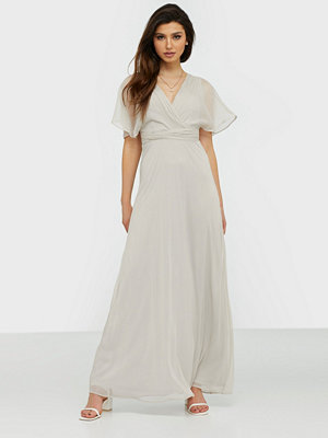 NLY Eve Flowy Sleeve Gown