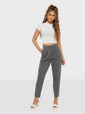 NLY Trend grå byxor Cropped Tailored Pants
