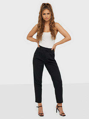 NLY Trend svarta byxor Cropped Tailored Pants