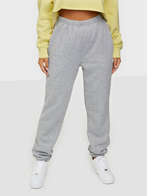 NLY Trend ljusgrå byxor My Perfect Cozy Joggers