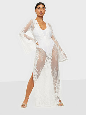 Missguided Premium Lace Plunge Maxi Dress