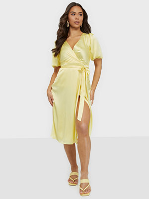 NLY Trend Wrapped Satin Midi Dress