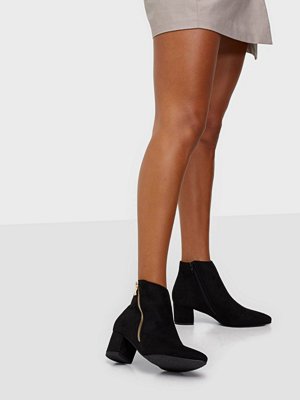 Duffy Zip Detail Boots
