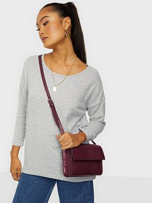 Glamorous vinröd axelväska Croc Bag