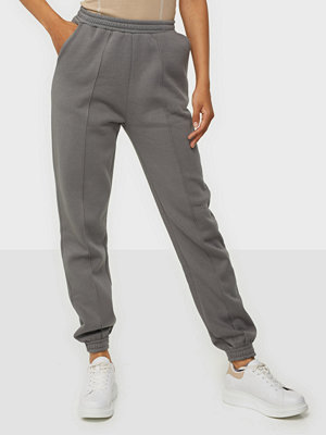 NLY Trend grå byxor Ultimate Cozy Joggers