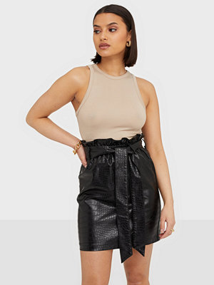 NLY Trend Smashing PU Skirt