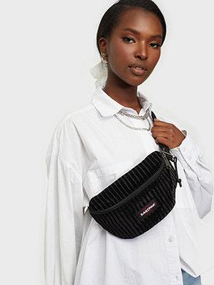 Eastpak svart väska Springer