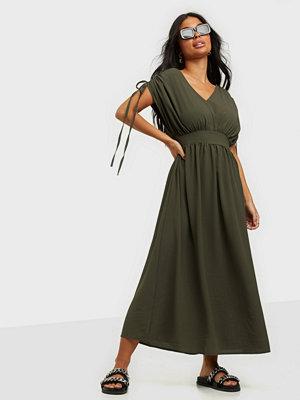 Only ONLNOVA LUX S/S SIRI DRESS SOLID WV