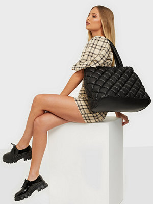 Handväskor - NLY Accessories Puffed Up Dream Shopper Bag