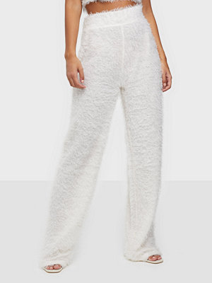 NLY One vita byxor Fluffy Pant