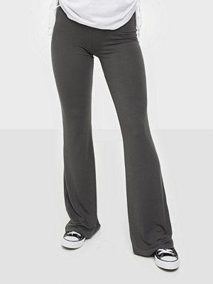 NLY Trend mörkgrå byxor Show Pants