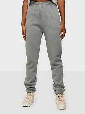 NLY Trend grå byxor Cozy Sweat Pants