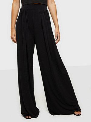 NLY One svarta byxor Wide Leg Soft Pant