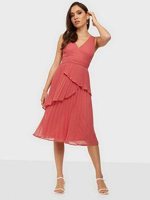 NLY Eve Pleated Flounce Midi Dress