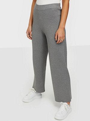 NORR grå byxor Als knit pants
