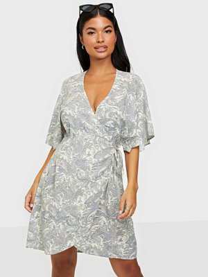 NLY Trend Cute Wrap Kimono Dress