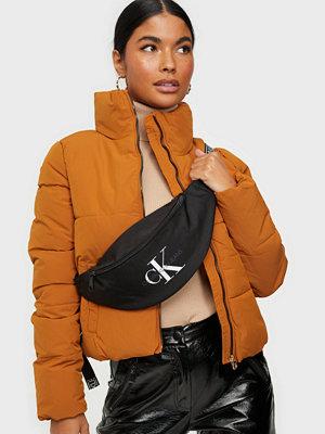 Calvin Klein Jeans svart väska STREETPACK