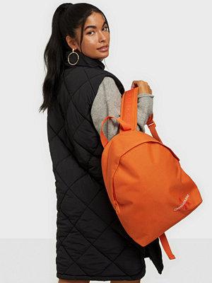 Calvin Klein Jeans orange väska ROUND BP35