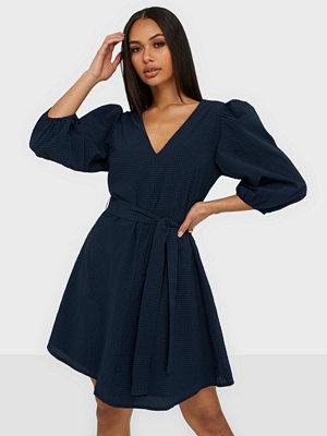 Neo Noir Manua Solid Dress