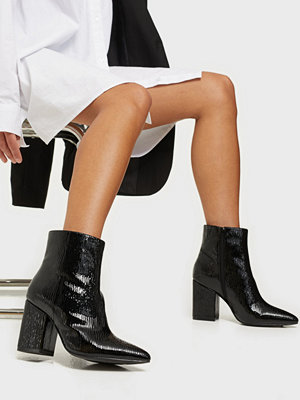 NLY Shoes Sharp Block Boot