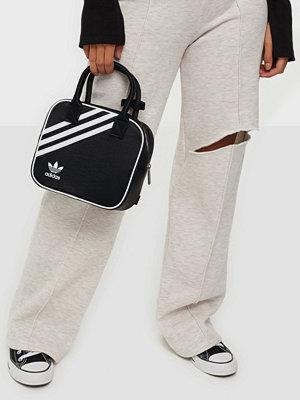 Adidas Originals svart väska BAG NYLON