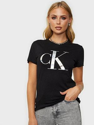 Calvin Klein Jeans IRIDESCENT METALLIC LOGO TEE