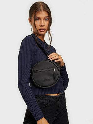 Eastpak svart väska ADA
