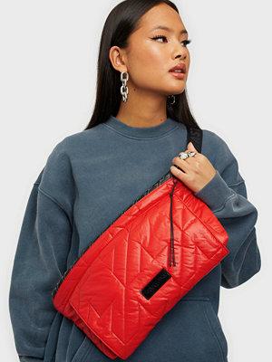 Eastpak röd väska Puffa Bum