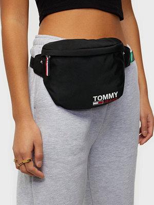 Tommy Jeans svart väska TJW CAMPUS GIRL BUMBAG