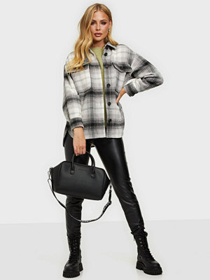 Calvin Klein svart väska TOP HANDLE LW