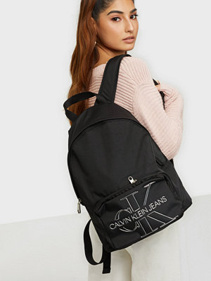 Calvin Klein svart väska CAMPUS BP 40 TPU
