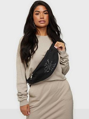 Calvin Klein svart väska WAISTBAG TPU
