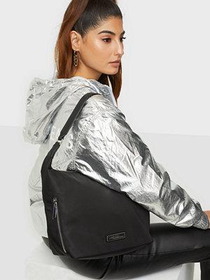 Calvin Klein svart väska HOBO MD