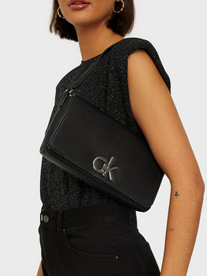 Calvin Klein svart väska SHOULDER BAG XS