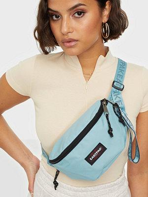 Eastpak himmelsblå väska Springer
