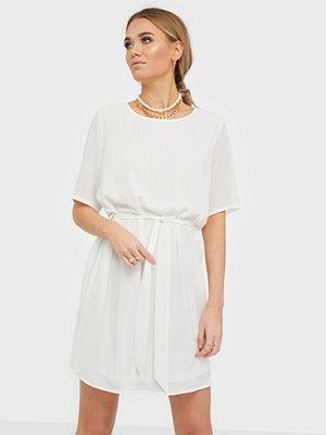 Jacqueline de Yong JDYAMANDA 2/4 BELT DRESS WVN NOOS