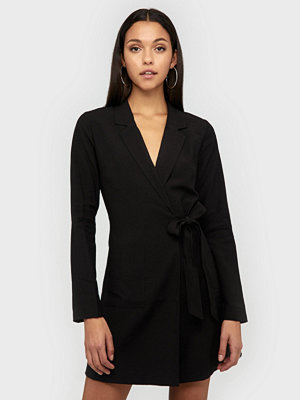 NLY Trend Wrap Suit Dress