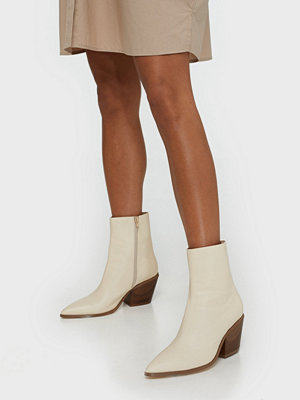 NLY Shoes Flared Block Heel Boot