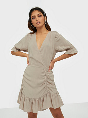 NLY Trend Flirty Ruched Dress