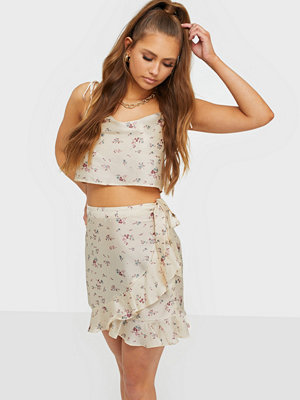 NLY Trend Wrapped Feels Skirt