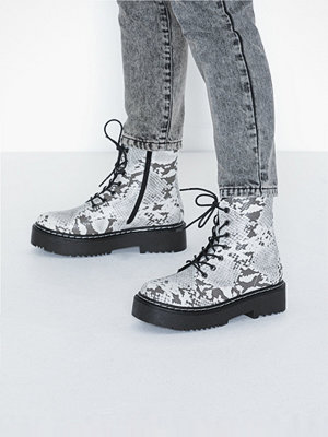 Duffy Lace up Boots