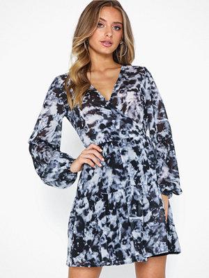 NLY Trend Fierce Wrap Dress