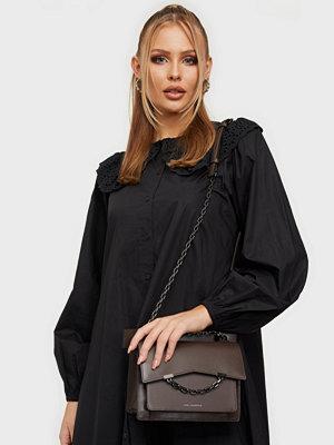 Karl Lagerfeld omönstrad väska K/Karl Seven Shoulderbag