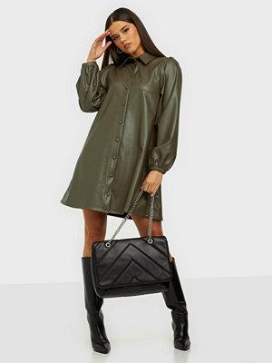 NLY Accessories svart väska Motivation Shoulder Bag