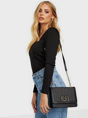 Calvin Klein väska FLAP SHOULDER BAG MD J