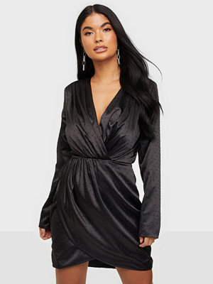 Festklänningar - NLY Trend Drapy Body Wrap Dress