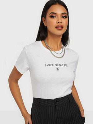 Toppar - Calvin Klein Jeans INST ROUND CK TEE