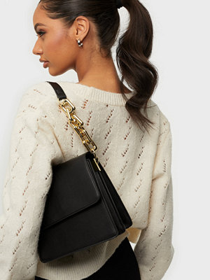 NLY Accessories svart väska Crossbody Chain Bag