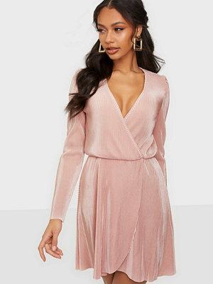 Festklänningar - NLY Trend All I Need Pleat Dress