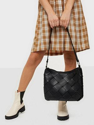 Pieces svart väska PCODILA SHOULDER BAG D2D
